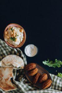 Falafel a hummus, delikatesy z Blízkého východu